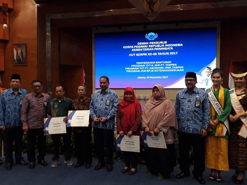 Penyerahan Manfaat Program Top Up THT di lingkungan Kementerian Pariwisata